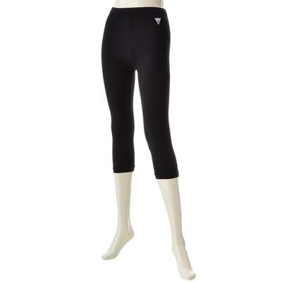 肌触り良くストレッチの効いた素材。色々な洋服と合わせやすい、軽快な丈がポイント。