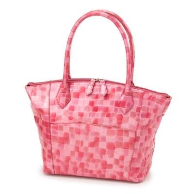 丸みのある開閉ファスナーで、荷物の出し入れがスムーズに出来る大きめトートバッグ。