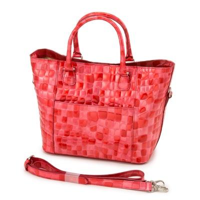 エナメル加工を施した牛革を使った3wayバッグ。シーンに合わせてお使い頂けます。