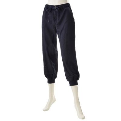 ウエストはゴム、裾はリブ仕様で楽な穿き心地。クロップド丈のテーパードパンツです。