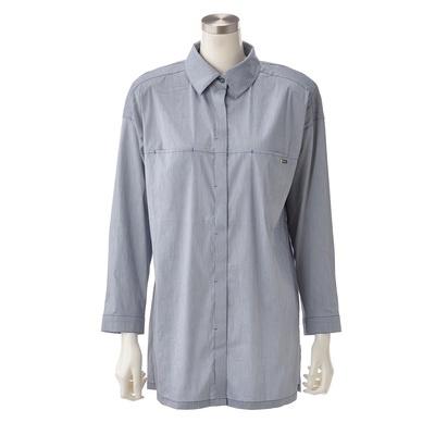 肌ざわりのよい綿混素材を使用。コーディネートしやすいシンプルなオーバーシャツ。