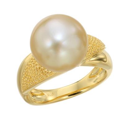 ゴールドカラーの白蝶真珠11mm珠を存在感たっぷりにあしらったエレガントなリング。