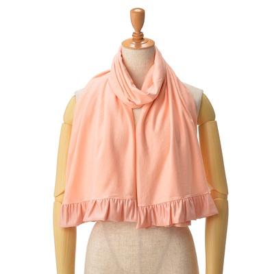 ショールのように肩に掛けたり、袖のボタンをかけてボレロとして着用することも可能。