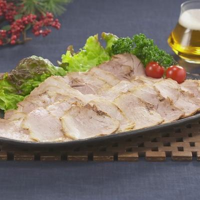 北海道産の阿寒ポークのモモ肉を使用した、ジューシーなスライスチャーシューです。