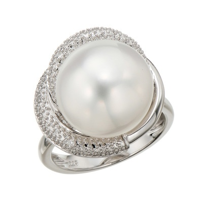 白蝶真珠、約12mmUPの大珠を使ったリング。ボリューム感たっぷりに仕上げました。