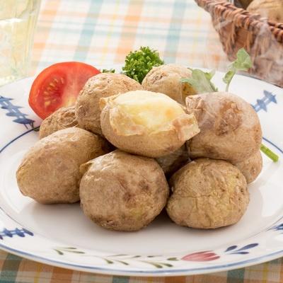 小型のジャガイモ「マチルダ」を丸ごと焼きあげました。グラタンやサラダ、煮物等に。