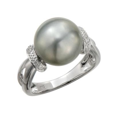 ボリュームが感じられる南洋ならではの大珠サイズの黒蝶真珠を使ったリングです。