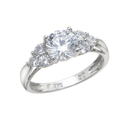 ダイヤモンド換算にておよそ計1.40ctものダイヤモニークリアCZを使用したリングです。