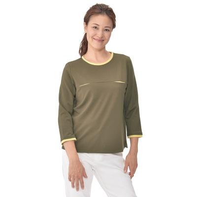 衿ぐりと袖口、胸元に配色を使ったデザイン。コーデしやすいシンプルなプルオーバー。