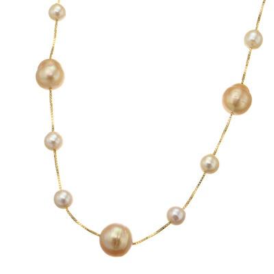 ナチュラルカラーの南洋真珠とアコヤ真珠を使用。美しく軽やかに胸元を飾ります。