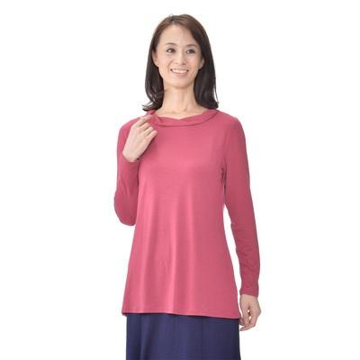 しっとりなめらかな感触の長袖Tシャツ。シフォンのねじり衿でお洒落に仕上げました。