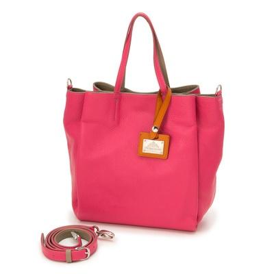 イタリア製牛革を使った、2WAYショルダーバッグ。遊び心のある配色使いも素敵です。