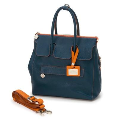 リュックストラップは取外しができ、手提げバッグ、リュックでご使用が可能。