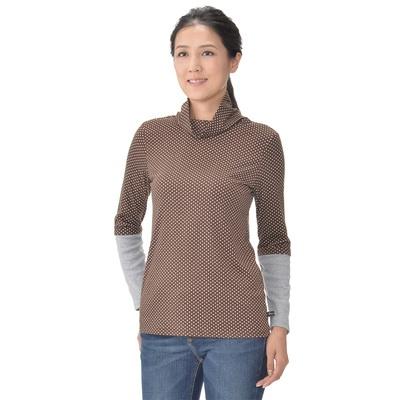 袖のリブ切り替えがアクセントに。カットソー素材のタートルネックプルオーバーです。