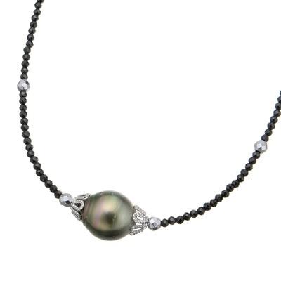 黒蝶真珠とブラックスピネルを合わせた、とてもシックなネックレスです。