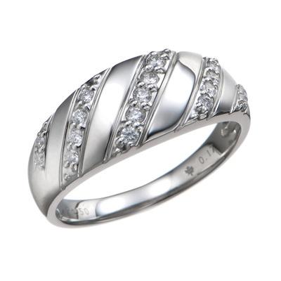 ボリューム感のあるプラチナリングに、合計0.17ctUPのカナダ産のダイヤを飾りました。