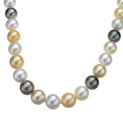 真珠のカラーバランスと、見事なグラデーションが魅力のネックレス。