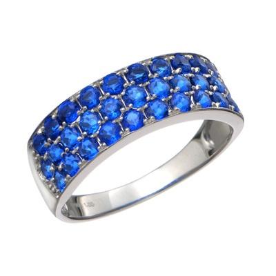 美しく存在感のあるブルーが印象的なアウィナイトを、贅沢にあしらったリングです。