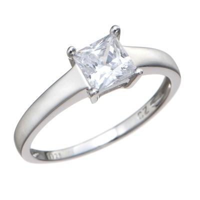 0.76ctのダイヤモニークを4本爪でセット。クラシカルで上品な雰囲気に仕上げました。