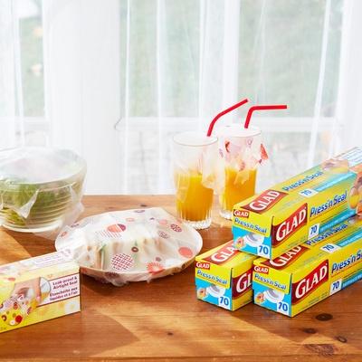 食材の小分け保存や管理に大活躍。様々な素材に密着して汁もれも防止するラップです。