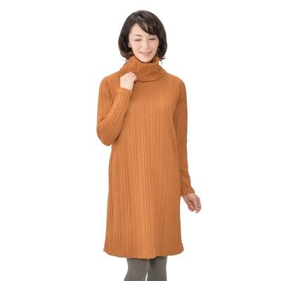 立体感のあるストライプ状のケーブル編みが映える、チュニックワンピースです。