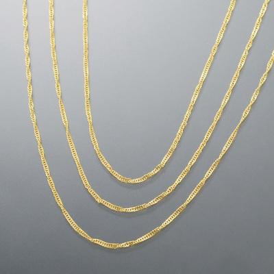 純金ならではの美しい輝きが堪能できる、3連のスクリューチェーンネックレスです。