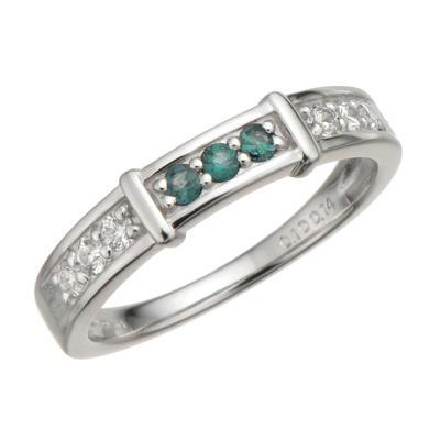 ダイヤモンドの煌きが、アレキサンドライトの彩りをより引き立てています。