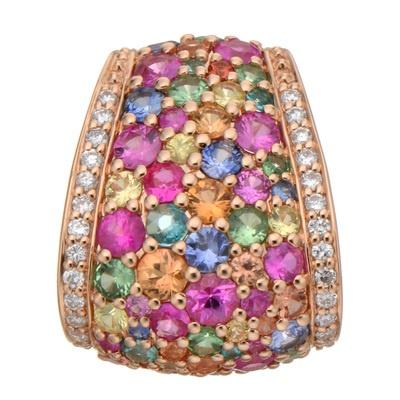 カラーもサイズも様々な宝石を贅沢に使用した、輝きの美しいペンダントヘッドです。