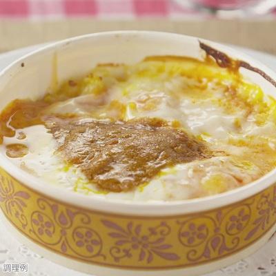 トマトソース・ホワイトソース・カレー・チーズの層があり、変化に富んだ味わいに。