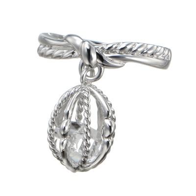 ニューヨーク州ハーキマー産の水晶を使用。フレームの中で水晶が揺れ動くリングです。