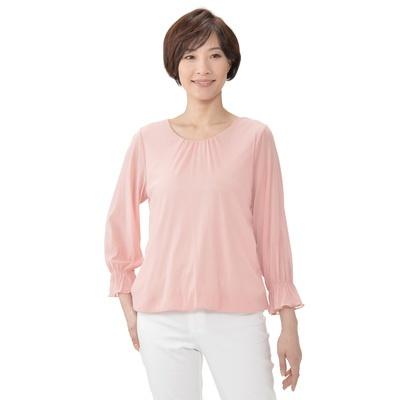 衿ぐりと袖口のギャザーがフェミニンな、チュールネットのプルオーバーです。
