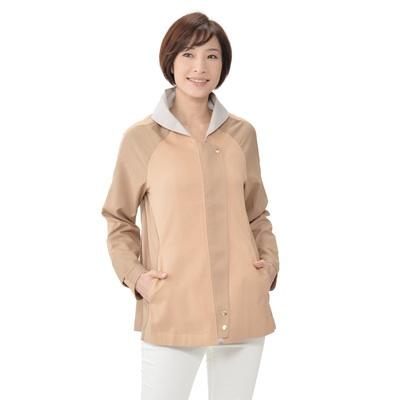 微妙な濃淡や見返し使いなど、凝ったパーツ使いでデザインしたジャケットです。
