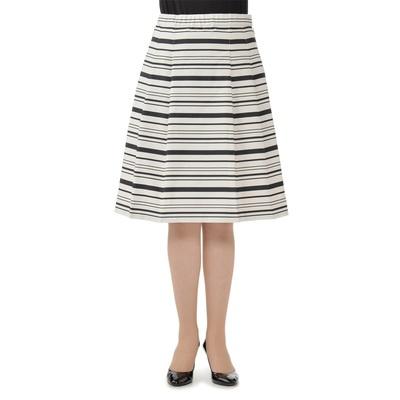 適度な張り感のあるグログラン素材で仕立てた、エレガントなスカートです。