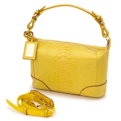マット仕上げの大yモンドパイソン革を使用した、高級感あるワンハンドルバッグです。