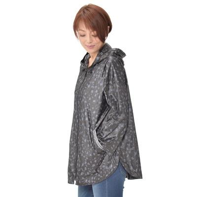 アシメトリープリントがお洒落な、パーカータイプのジャケットです。
