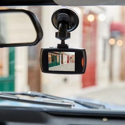 車載カメラで安心 取付簡単ドライブレコーダー - 653040